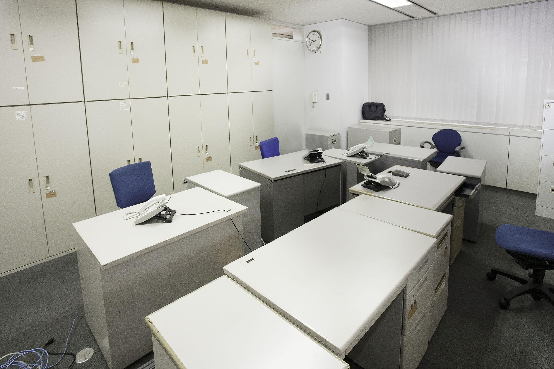 事務所移転に伴う不用オフィス家具・オフィス什器の回収を行いました。